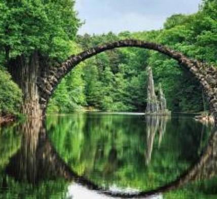 cropped-ancient-bridge-near-kolpino-city-in-russia.jpg